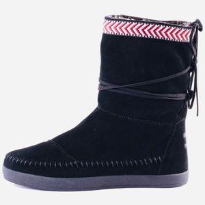 Toms Nepal Black Suede Faux Fur Lined Boots
